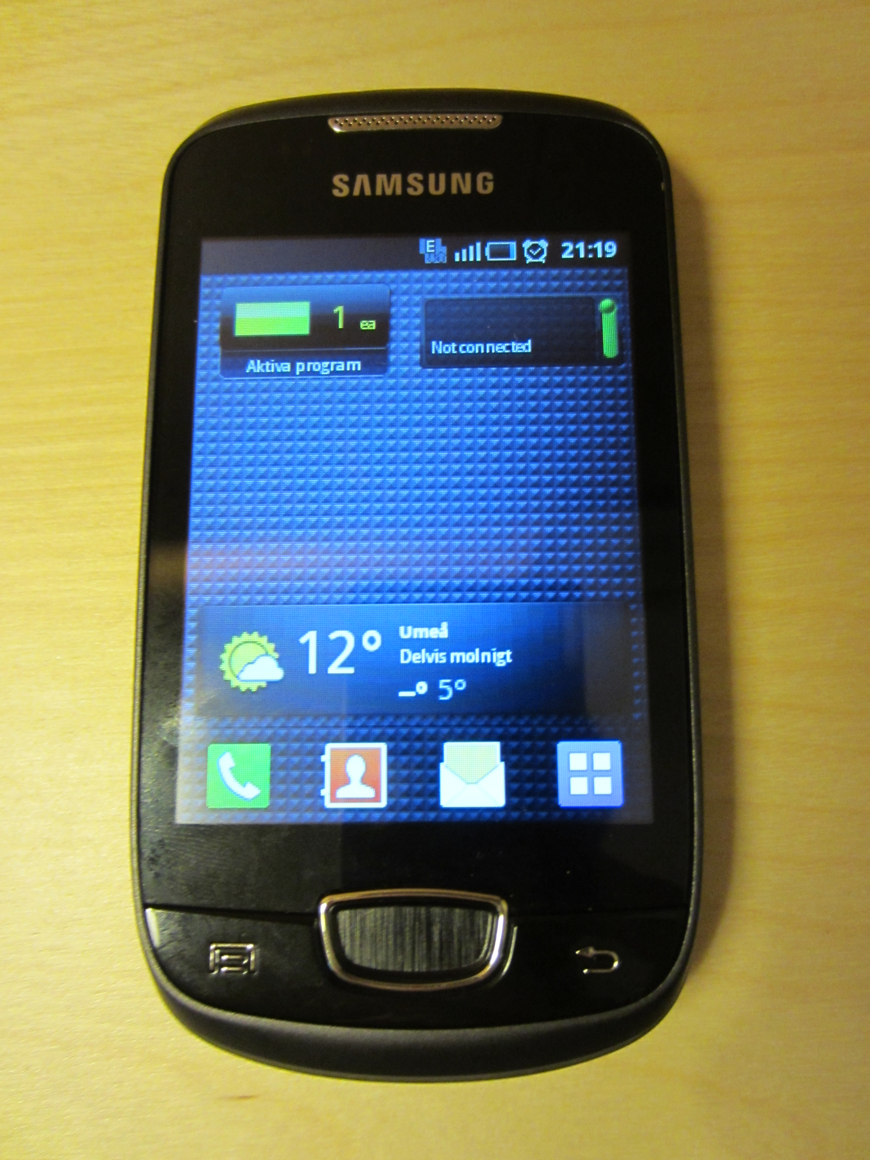 Original Samsung Galaxy Mini Gt S5570 With A Charger And A